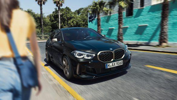 BMW M135i xDrive von rechts vorne