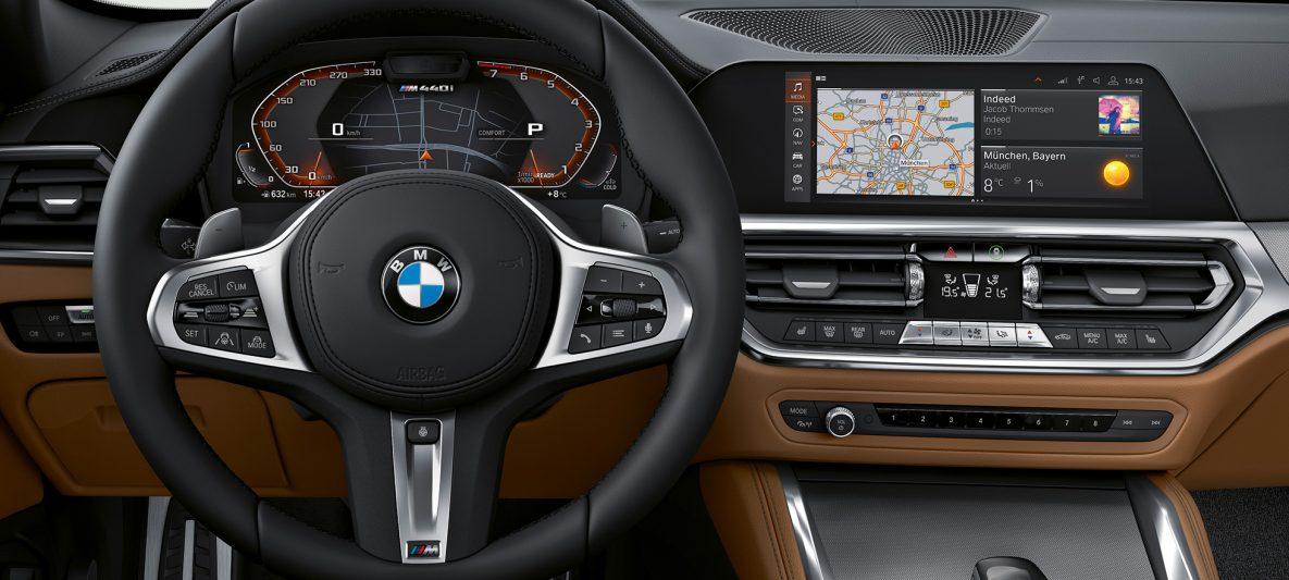 BMW 4er Coupé G22 2020 Innenraum Lenkrad und Sprachassistent