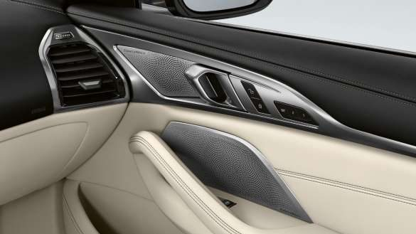 BMW 8er Cabrio mit Bowers & Wilkins Diamond Surround Sound System mit drei Diamant-Hochtönern