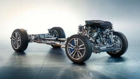 BMW X3 M Competition F97 LCI Facelift 2021 Frozen Marina Bay Blau metallic Fronansicht fahrend durch Kurve M spezifisches Fahrwerk